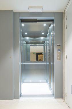 Interieur lift met ingewerkte spiegel
