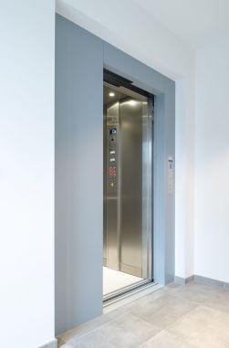 Gearless aangedreven Lift met schuifdeuren, type 'Comfort'